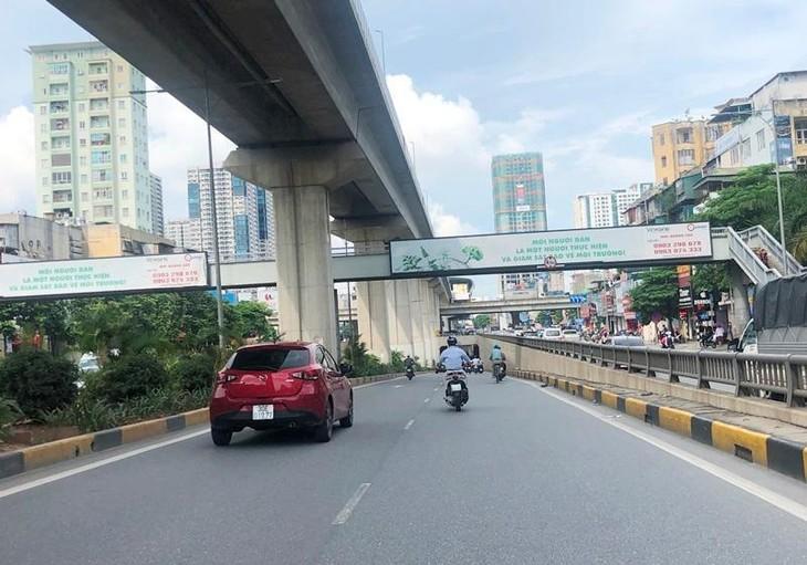 Một cầu vượt đi bộ trên đường Nguyễn Trãi