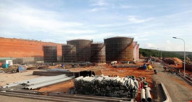 Các bồn chứa xăng dầu được thi công tại Hòa Phú, Tuy Phong, Bình Thuận vào năm 2015.