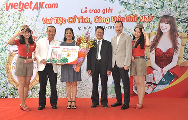 Bay Vietjet, hành khách Nguyễn Thị Vy nhận giải thưởng căn hộ Dragon City 2 tỷ đồng