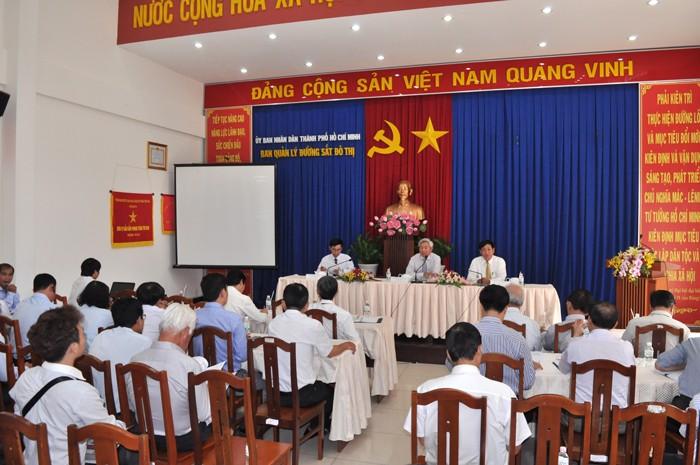 Lãnh đạo Ban quản lý đường sắt đô thị TP.HCM chủ trì họp báo thông tin về phương án xử lý cây xanh trên đường Tôn Đức Thắng, quận 1. Ảnh: Hoàng Hải