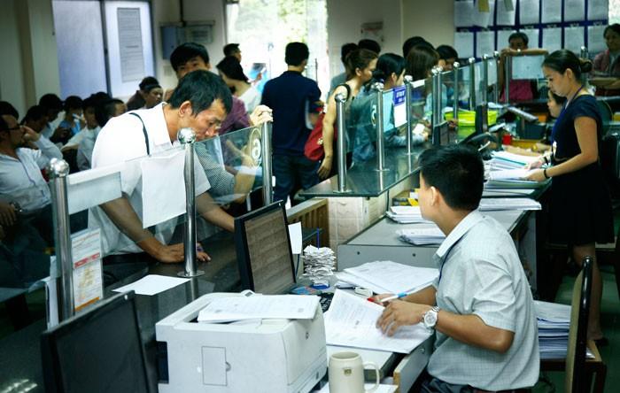 """Gánh nặng chi phí không chính thức đang làm """"méo mó"""" môi trường kinh doanh tại Việt Nam và khiến doanh nghiệp không muốn lớn. Ảnh: Lê Tiên"""