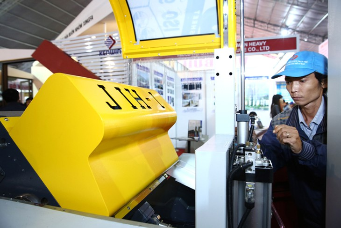 Doanh nghiệp Việt cần đầu tư vào công nghệ và thiết bị mới. Ảnh: Lê Tiên