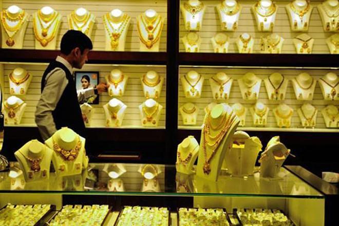 Giá vàng bật tăng đầu tuần. Ảnh: Bloomberg.