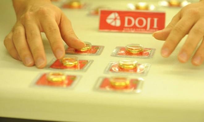 Giá vàng trong nước rẻ hơn thế giới 650.000 đồng mỗi lượng.