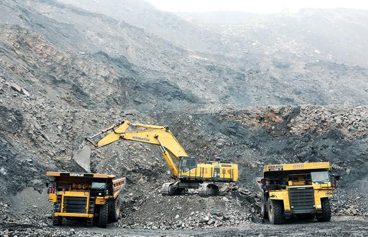 Ngành than: Tồn kho gần 10 triệu tấn, DN vẫn nhập khẩu