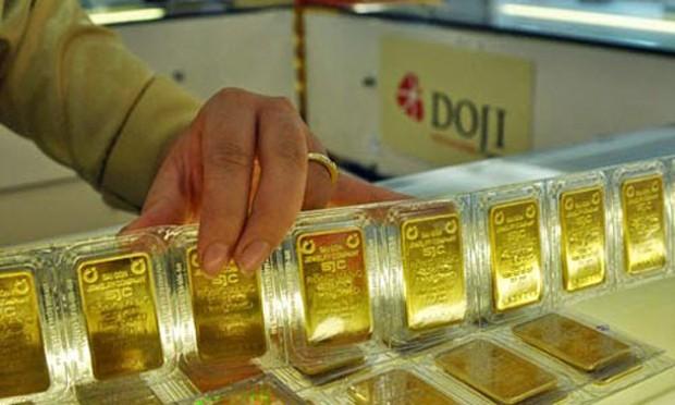 Giá vàng trong nước cao hơn thế giới vài trăm nghìn đồng.