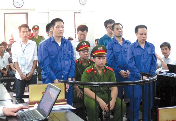 Các bị cáo tại phiên tòa. Ảnh: Nguyễn Quỳnh
