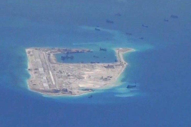 Hình ảnh máy bay do thám Mỹ chụp được cho thấy Trung Quốc đang tăng cường bồi đắp trái phép ở Biển Đông. (Nguồn: WSJ)