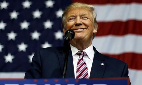 Donald Trump đánh bại Hillary Clinton, trở thành tổng thống thứ 45 của Mỹ. Ảnh: Reuters.