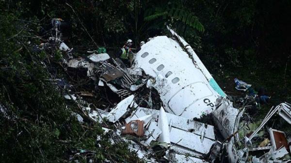 Hiện trường máy bay rơi ở Colombia. Ảnh:AFP