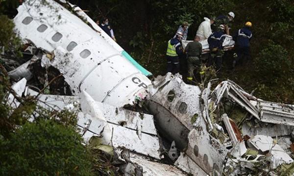 Hiện trường vụ rơi máy bay. Ảnh:CNN