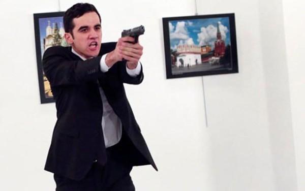 Tay súng ám sát đại sứ Nga tại Thổ Nhĩ Kỳ Andrey Karlov. Ảnh:Telegraph.