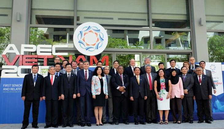 Các quan chức cao cấp của 21 nền kinh tế thành viên APEC tham dự SOM 1 - APEC 2017 vừa chính thức khai mạc tại TP Nha Trang sáng 2/3