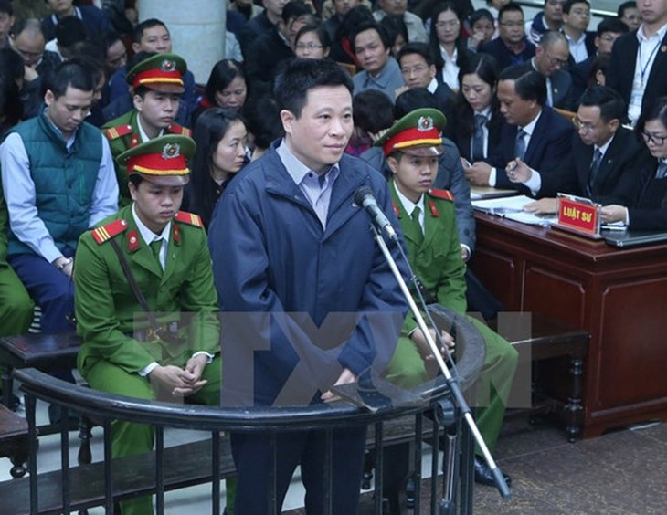 Tại phiên tòa, bị cáo Hà Văn Thắm thừa nhận tội là của bị cáo, không liên quan đến nhân viên dưới quyền. Ảnh: TTXVN