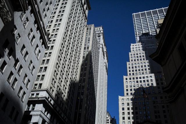 Tòa nhà trên Phố Wall gần sàn giao dịch chứng khoán New York (NYSE) tại New York, Hoa Kỳ (Nguồn: John Taggart / Bloomberg)