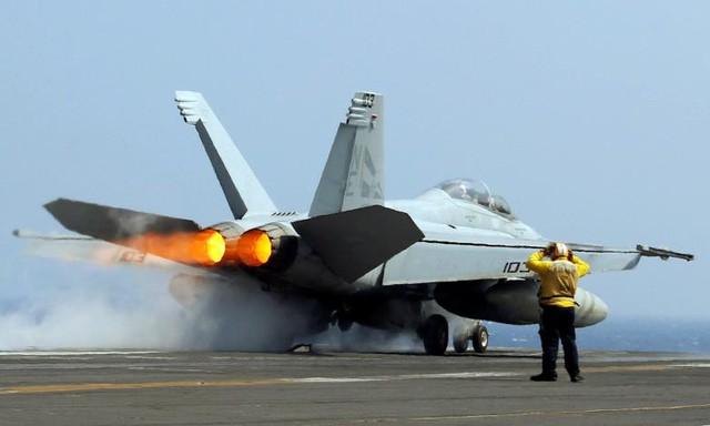 Sức mạnh tàu sân bay Mỹ tuần tra ở Biển Đông