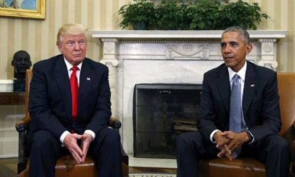 Tổng thống Mỹ Donald Trump (trái) và người tiền nhiệm Barack Obama gặp mặt tại Nhà Trắng hồi tháng 11 năm ngoái. Ảnh:Reuters