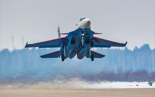 Một ngày tập luyện của đội bay biểu diễn hàng đầu nước Nga