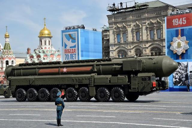 Tên lửa đạn đạo xuyên lục địa Yars RS-24 của Nga trong cuộc diễu binh tại Quảng trường Đỏ ở thủ đô Moscow, Nga năm 2015 (Ảnh: AFP)
