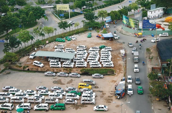 Nhu cầu bãi đỗ xe có xu hướng tăng rất cao nhưng quỹ đất ở TP.HCM để đầu tư hầu như không có. Ảnh: Đinh Tuấn