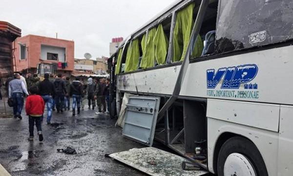 Hiện trường vụ đánh bom kép ở Damacus. Ảnh:Reuters