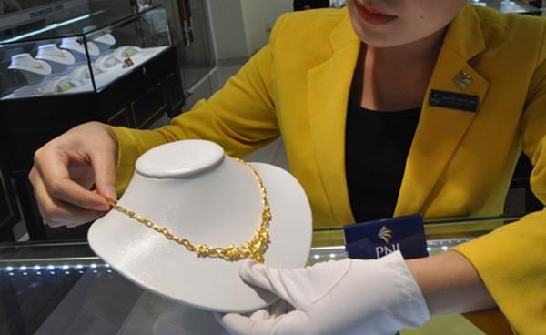 Mua bán vàng hiện nay chủ yếu là các giao dịch nhỏ lẻ. Ảnh:Lệ Chi.
