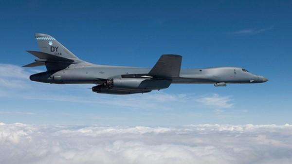 Một chiếc B-1B trên vùng trời gần căn cứ Guam. Ảnh:National Security News.