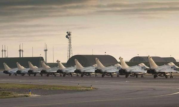 9 tiêm kích Rafale tại sân bay Cognac-Châteaubernard. Ảnh:Sud Ouest