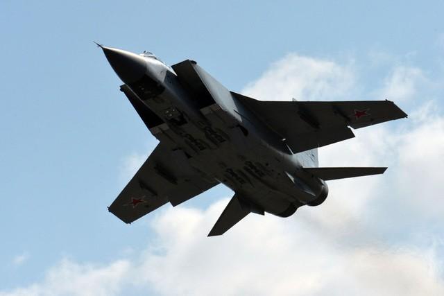 """""""Sát thủ đánh chặn"""" MiG-31 của Nga tập trận ở Viễn Đông"""