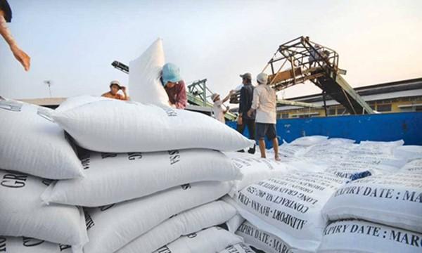 Bộ Công Thương khẳng định việc doanh nghiệp phản ánh phải mất 20.000 nếu muốn có giấy chứng nhận xuất khẩu gạo là không đúng sự thật.