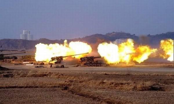 Pháo tự hành tầm xa M1989 của Triều Tiên khai hỏa. Ảnh:Survincity
