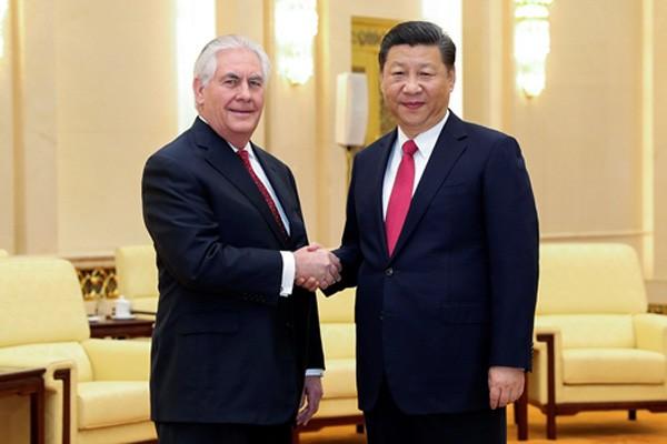 Ngoại trưởng Mỹ Rex Tillerson và Chủ tịch Trung Quốc Tập Cận Bình hôm qua gặp tại Đại lễ đường Nhân dân ở Bắc Kinh. Ảnh:Reuters