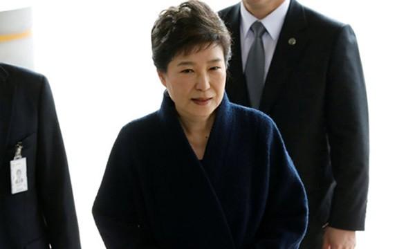 Cựu tổng thống Hàn Quốc Park Geun-hye đến gặp cơ quan công tố. Ảnh:Reuters