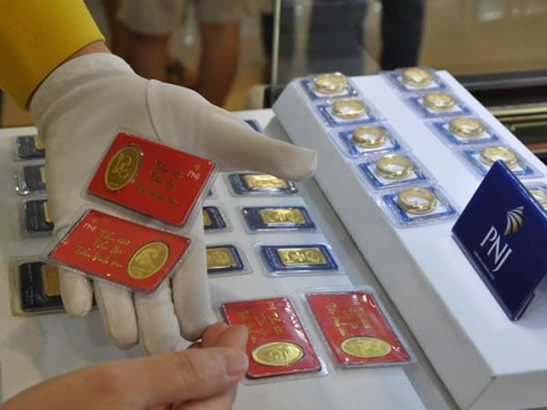 Giá vàng miếng sáng nay giảm theo thế giới.
