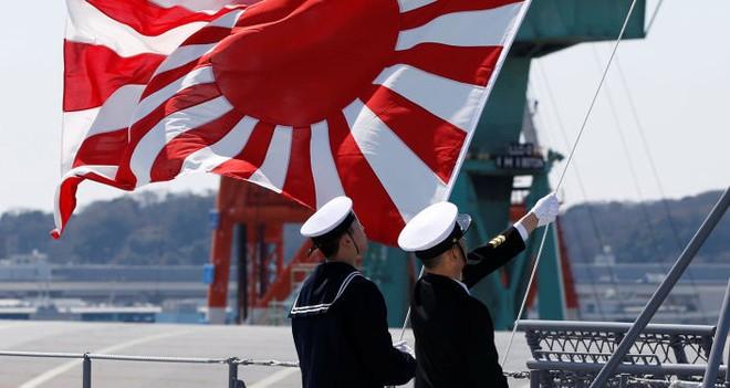 Lễ biên chế chiến hạm lớn nhất Nhật từ sau Thế chiến II