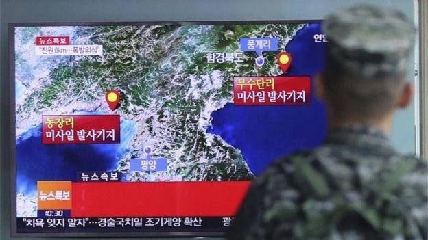Truyền hình Hàn Quốc đưa tin về vụ thử hạt nhân của Triều Tiên năm 2016 (Ảnh: BBC)
