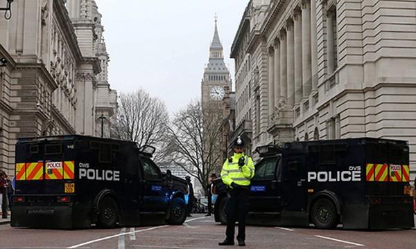 Anh thắt chặt an ninh ở London sau vụ tấn công. Ảnh:SWNS