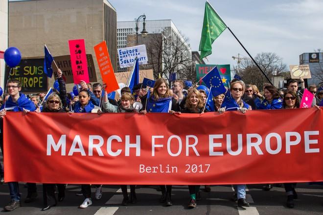 Hàng nghìn người biểu tình bảo vệ EU ở Đức