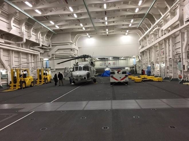 Bên trong tàu sân bay trực thăng lớn nhất của Nhật
