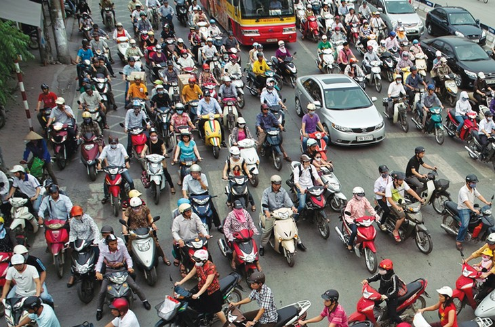 Tuyến đường Vĩnh Tuy - Ngã tư Sở thường xuyên ùn tắc vào giờ cao điểm. Ảnh: Tiên Giang