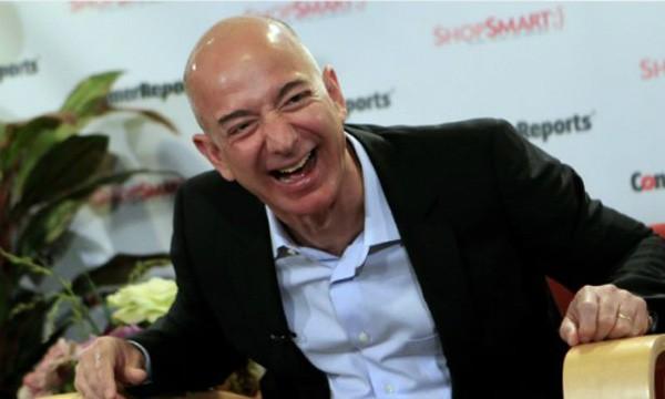 Ông chủ Amazon - Jeff Bezos có thêm 1,5 tỷ USD hôm qua. Ảnh:Reuters