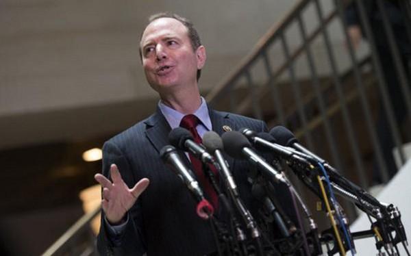 Thượng nghị sĩ Adam Schiff sẽ xem xét tài liệu mật về chương trình do thám của Mỹ. Ảnh: UPI.