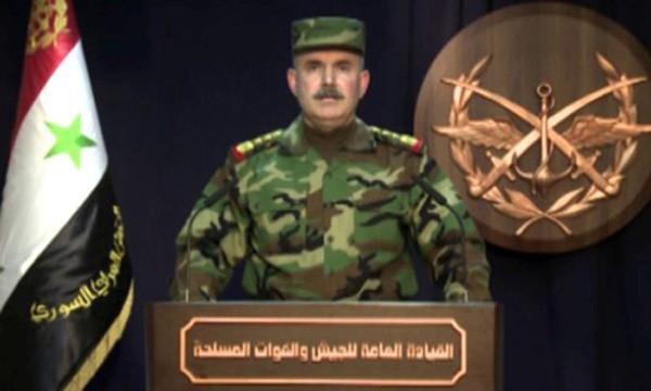 Người phát ngôn quân đội Syria thông báo về thương vong trong đợt không kích của Mỹ. Ảnh:SANA/Reuters.