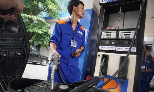 Giá xăng dầu trong nước lần thứ 3 liên tiếp giảm giá từ đầu năm.