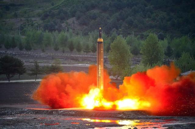Tên lửa của Triều Tiên trong vụ phóng hồi tuần trước (Ảnh: Reuters)