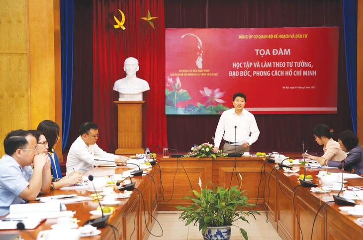 Tọa đàm được tổ chức nhằm nâng cao nhận thức, tầm quan trọng của việc học tập và làm theo tư tưởng, đạo đức, phong cách Hồ Chí Minh. Ảnh: Lê Tiên