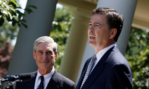 Cựu giám đốc FBI James Comey (phải) và công tố viên đặc biệt Robert Mueller. Ảnh:Reuters