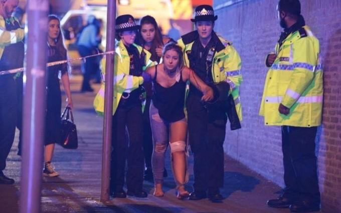 Cảnh sát Anh phong toả hiện trường vụ nổ nghi khủng bố