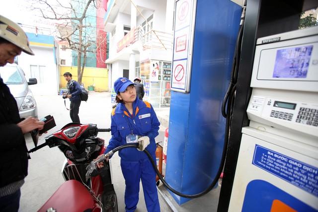 Pha tạp chất vào xăng, dầu sẽ bị phạt tới 100 triệu đồng