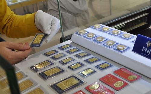 Giá vàng giảm nhẹ theo thị trường thế giới. Ảnh:Lệ Chi